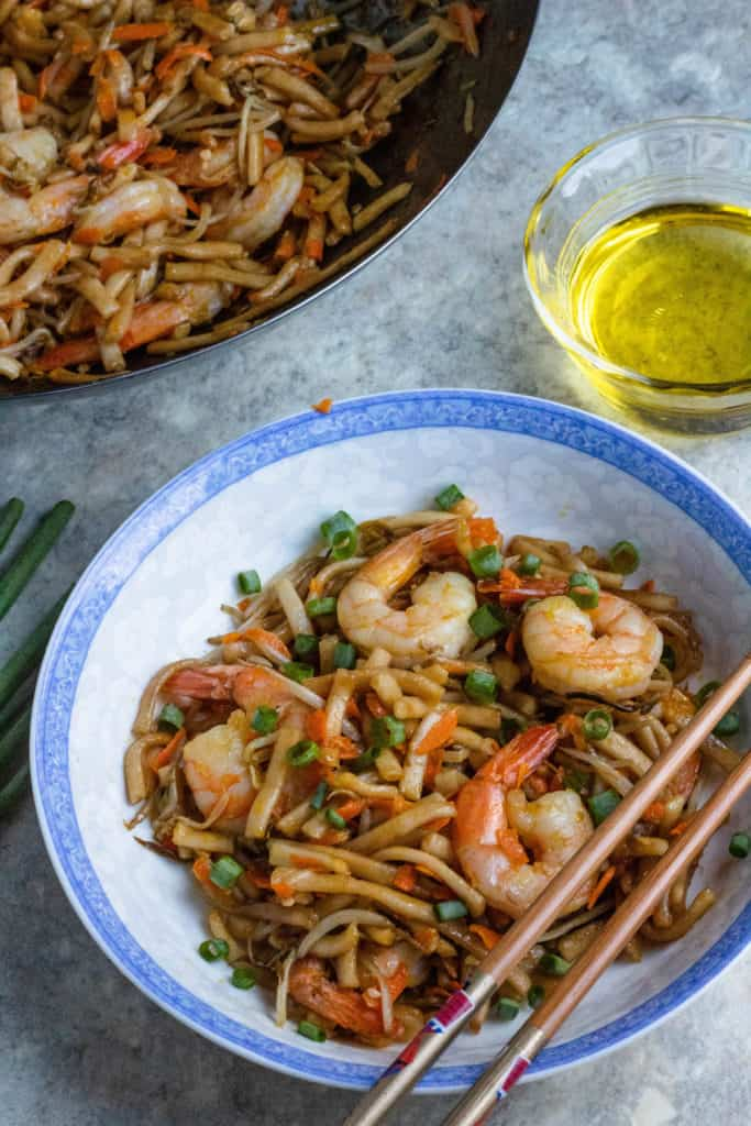 Stir fry noodles with wok