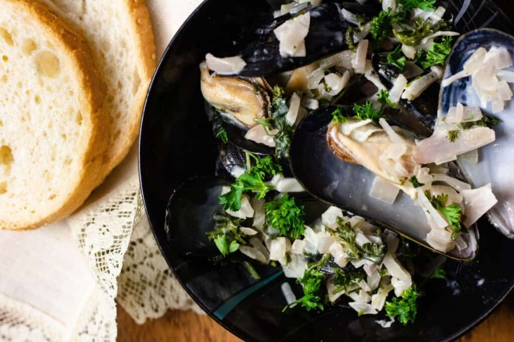 mussels with bread horizontal