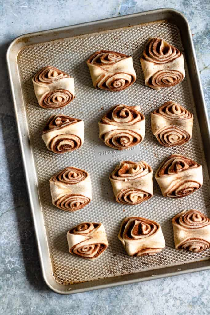 unbaked cinnamon buns on a baking tray