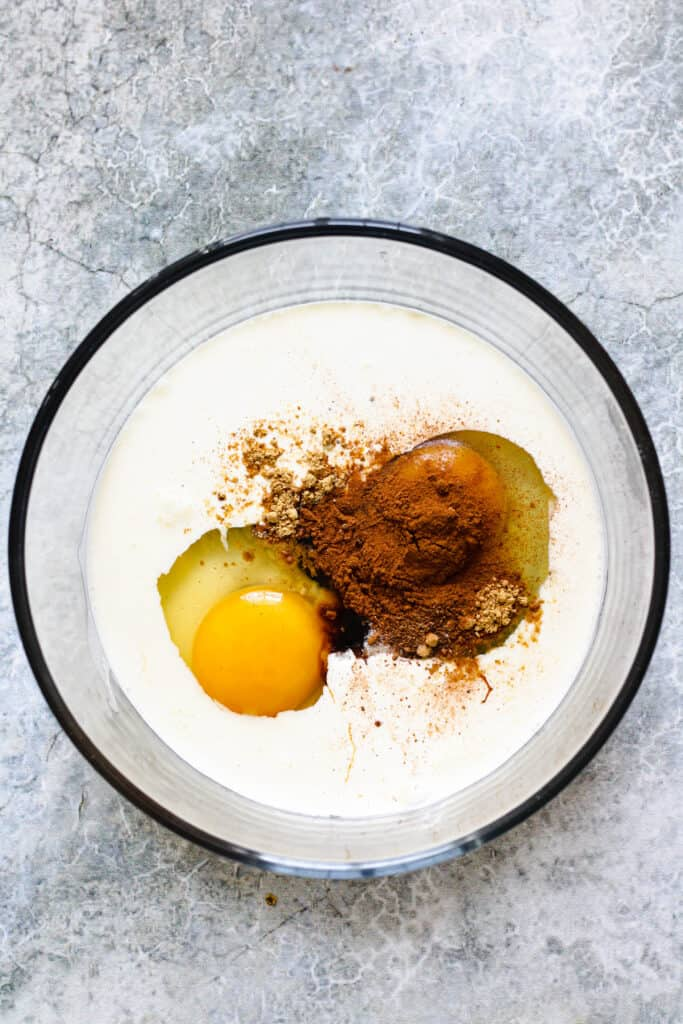 Cream with eggs and seasonings